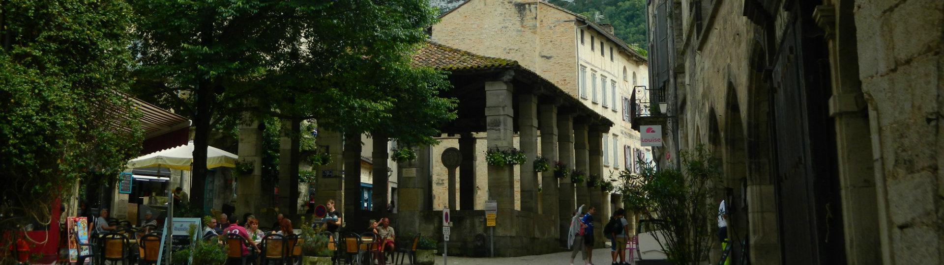 place-de-la-halle,-st-antonin-noble-val-2
